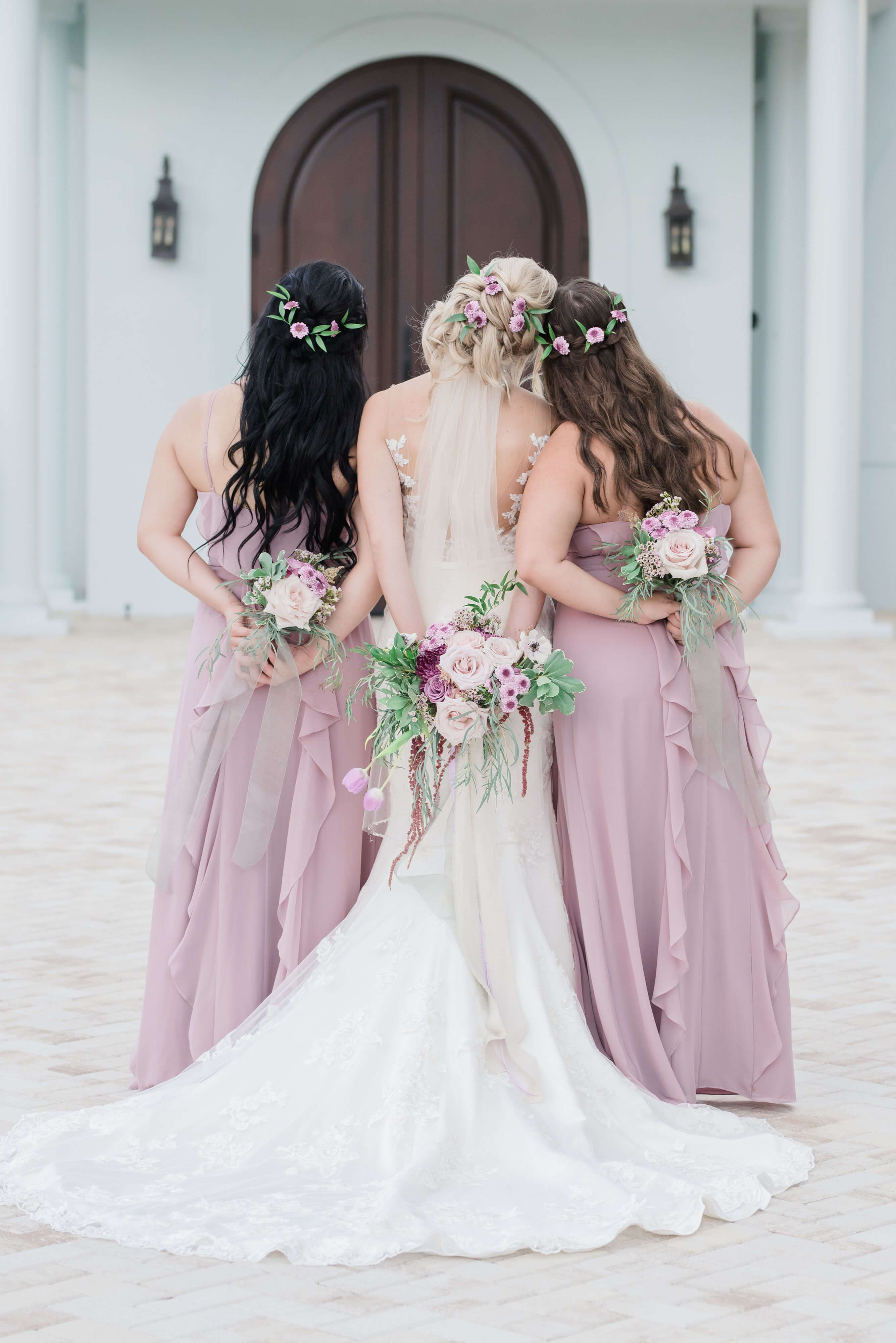 bridemaids and bride photo, long dresses with bouquets